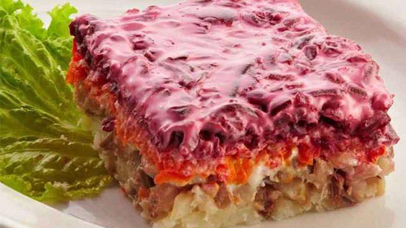 """Recept salate """"Haringa pod bundom"""" / """"Seljodka pod šuboj"""""""