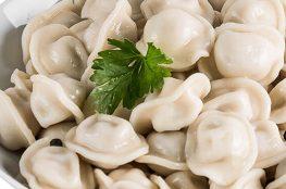 Pelmeni / ruski ravioli je poznato jelo ruske kuhinje